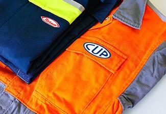 La mise d'un logo sur les vêtements est un rappel constant du nom et de l'image de votre entreprise.